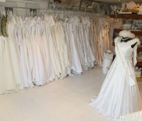487f0324ce8 Jako jsou např. svatební šaty L  Universe Du Mariage France